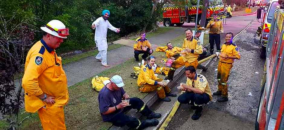 Sydney Sikh community treat firefighters to meal