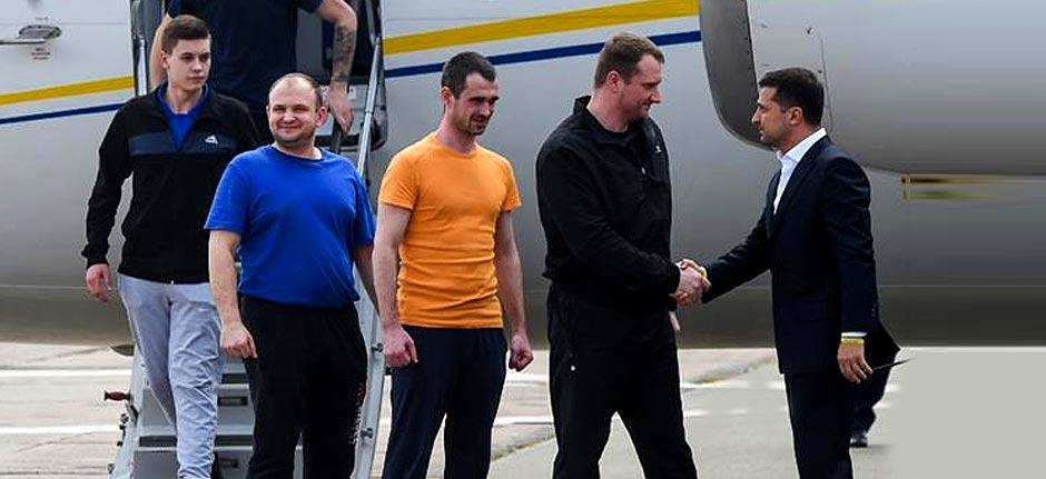 Russia & Ukraine exchange prisoners in reconciliation move